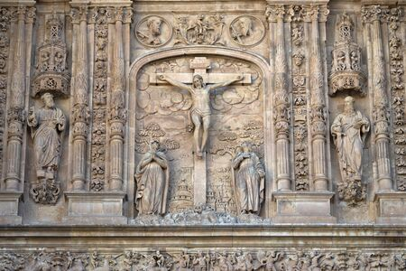 Low relief of Calvary or the Jesus Christ crucifixion on the facade of the San Esteban Convent of Salamanca, Spain; work of Juan Antonio Ceroni in the 17th century Zdjęcie Seryjne