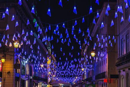Adornos navideños en Lisboa, alumbrado público, Portugal Foto de archivo