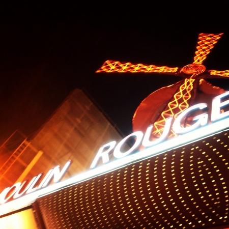 rouge: Marquesina del Molino Rojo en Pars. Molin Rouge Marquee Paris Stock Photo