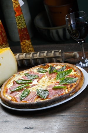 woodfire: Pizza