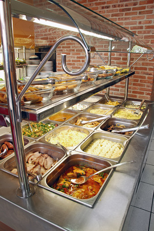 buffet lunch: Self service food