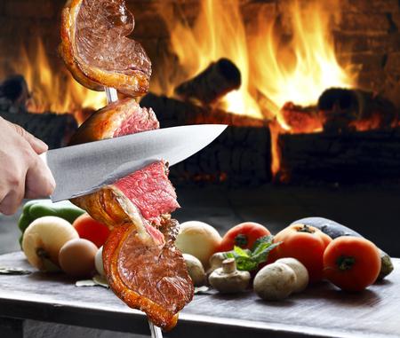 carne roja: Bistec, barbacoa tradicional brasileña.