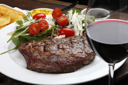 Rib fillet with salad and red wine