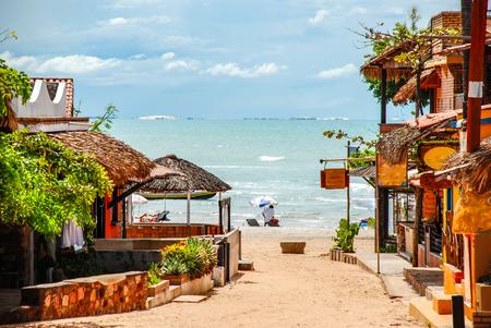 Jericoacoara ist ein unberührter Strand, der hinter den Dünen der Westküste von Jijoca de Jericoacoara, Ceará, Brasilien, versteckt ist Standard-Bild