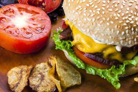 Delicious gourmet hamburger with sesame and salad 免版税图像