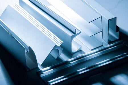 Perfil de aluminio para ventana, puerta, caja de baño.