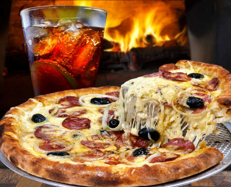 Pepperoni pizza with mozzarella, black olives, onion and cola soda Reklamní fotografie