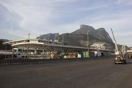 crisis economica: R�o de Janeiro, Brasil 29 de junio de 2016: Para la realizaci�n de las obras de ampliaci�n del Metro de R�o de Janeiro siguen desaparecidos (BRL) R $ 1 mil millones. Debido a la crisis econ�mica que afecta a Brasil y en especial el estado de R�o de Janeiro, no hay dinero para