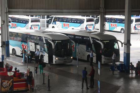 Avec les festivités de Noël et du Nouvel An, le terminal de bus de Novo Rio recevra pendant le mois de décembre et pendant les premiers jours de janvier un volume de passagers beaucoup plus important. Selon les estimations de la direction, environ 582000 passagers doivent passer Éditoriale