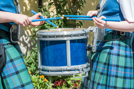 Scottish drummer in action Standard-Bild