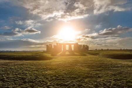 Stonehenge tegen de zon, Wiltshire, Engeland Stockfoto - 83295645