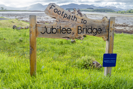 Oban / Scotland - May 30 2017 : Sign pointing the way to the Jubilee Bridge in Appin Redakční