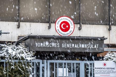 München / Deutschland - 17. Februar 2018: Das Generalkonsulat der Türkei im Schneesturm