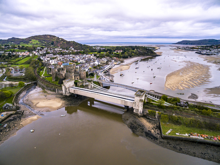 Aerial view of the historic town of Conwy with its medieval castle - Wales - United Kingdom 免版税图像