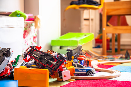 Chaos in the colorful childrens room - Toy cars. Foto de archivo - 116824122