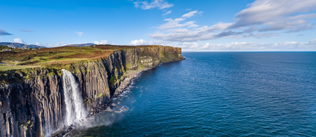 Aerial view of the dramatic coastline at the cliffs by Staffin with the famous Kilt Rock waterfall - Isle of Skye - Scotland Banco de Imagens