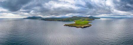 Mucross Head è una piccola penisola a circa 10 km a ovest di Killybegs nella contea di Donegal nel nord-ovest dell'Irlanda e contiene una famosa area di arrampicata su roccia, nota per la sua insolita struttura a strati orizzontali Archivio Fotografico