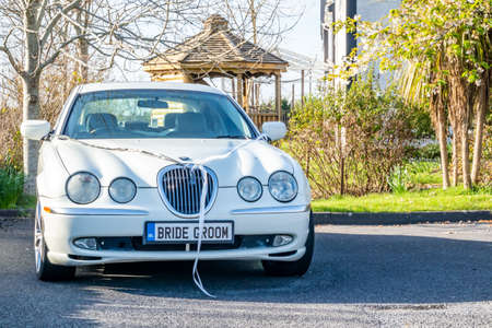 Portnoo / Ireland - April 14 2020 : The wedding car is standing unused during the Covid 19 lockdown Éditoriale