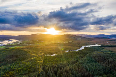 Sunrise above Maas and Lough Namanlagh in County Donegal - Ireland. Standard-Bild