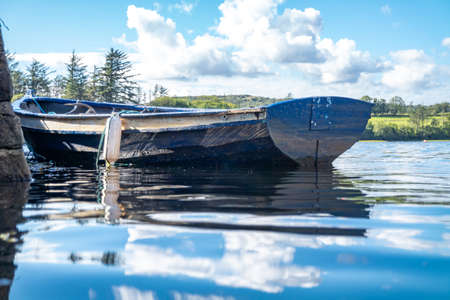 Rowing boat at the pier in Bruckless in County Donegal - Ireland. Reklamní fotografie - 162237530