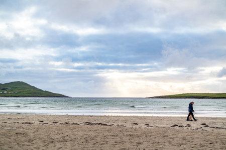 PORTNOO, COUNTY DONEGAL , IRELAND - AUGUST 18 2020: Folks enjoying Narin beach during the pandemic Reklamní fotografie - 162153037