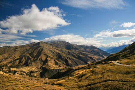 Beautiful landscape of the New Zealand - hills covered by green grass. 版權商用圖片
