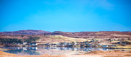 Isle of Skye landscape - Loch Dunvegan, Dunvegan village, heather covered hills Banco de Imagens