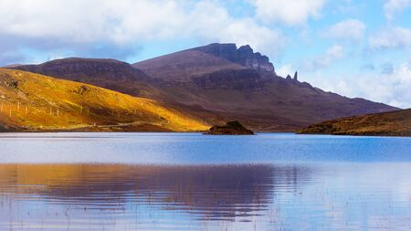 Isle of Skye landscape - Old Man of Storr - mountains reflection in lake Banco de Imagens - 130597970