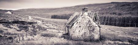 Old house - abandoned cottage in Highlands of Scotland Banco de Imagens