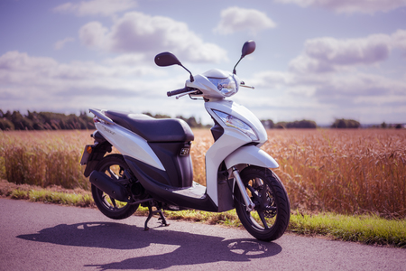 Stirling, Scotland - 15 August 2019: Honda Vision 49 cc scooter Banco de Imagens - 128987772