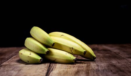 Bunch of ripe bananas on a vintage wooden board Stockfoto