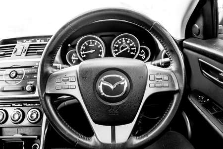 Mazda steering wheel - Car dashboard dials - engine RPM and speedometer Éditoriale
