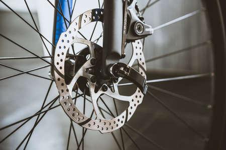 Disc brakes and front wheel of road bike Standard-Bild