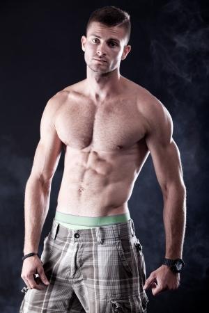 attractive male: Var�n joven y atractiva aislados