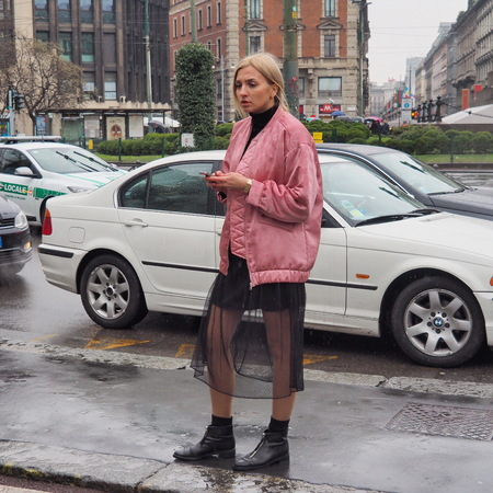 milánó: Milan, Italy - February 25, 2016: A fashionable girl in pink posing for photographers in the street during the Milan Fashion Week Womens Fall  Winter 2016