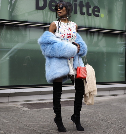 MILAN - FEBRUARY 25, 2018: Fashionable woman posing for photographers in the street before ARMANI fashion show, during Milan Fashion Week Woman fall  winter 201819 in Milan, Italy. Sajtókép