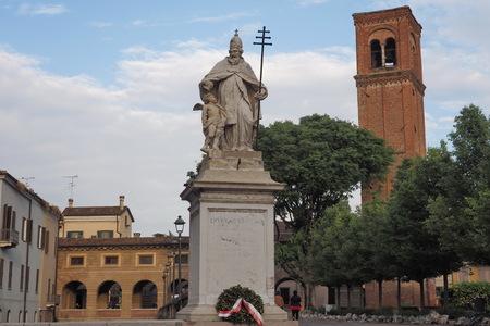Statua di San Silvestro, in piazza Belfiore, Mantova, Lombardia, Italia.