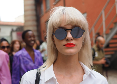 MILAN, Italy: 19 september 2018: Model street style outfit after ARTHUR ARBESSER fashion show during Milan fashion week Fall / winter 2018/2019. Editoriali