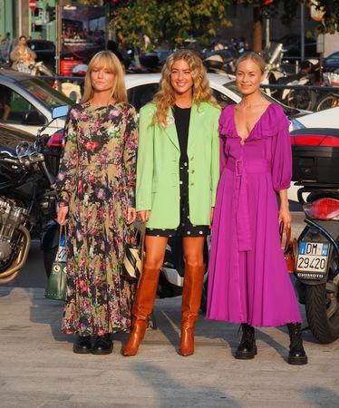 MILAN, Italy: 18 Septermber 2019: Three Fashion bloggers street style outfits before Alberta Ferretti fashion show during Milan fashion week Spring  Summer 報道画像