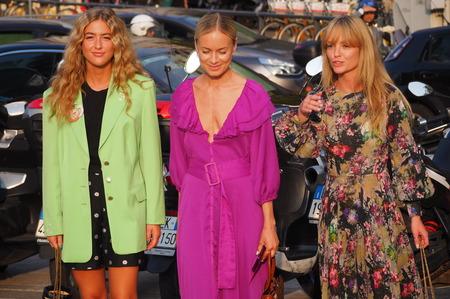 MILAN, Italy: 18 September 2019: Three Fashion bloggers street style outfits before Alberta Ferretti fashion show during Milan fashion week Spring  Summer 報道画像