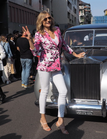 MILANO, Italy: September 20, 2019: Natasha Stefanenko posing in street style outfit before ICEBERG fashion show during MFW spring  summer 20192020 Редакционное