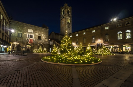 BERGAMO, Italy: 4 December 2019: Piazza Vecchia, Contarini fountain and bells tower called Campanone. Lombardy, Italy. Publikacyjne
