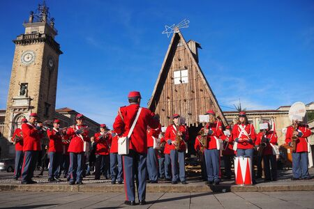 Bergamo, Italy: 22 December 2019: Fanfare Citt? dei Mille plays and parade in Bergamo city for Christmas greetings to the population Publikacyjne