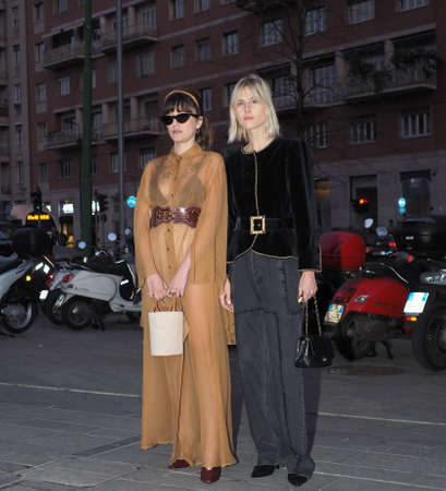 MILAN, Italy: 20 February 2019: Linda Tol and Eleonora Carisi street style outfits before Alberta Ferretti fashion show during Milan fashion week Fall / winter 2019/2020 Sajtókép