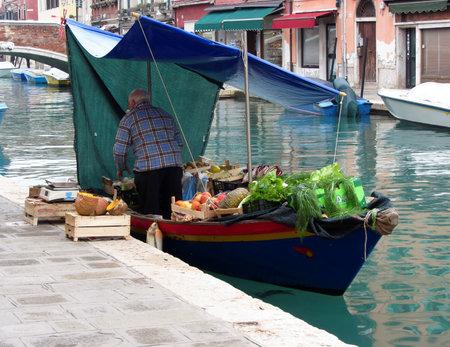 greengrocer: Flotante verdulero en venecia