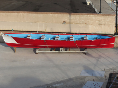 bateau de course: Wooden racing boat with ten seats under repair in dry dock in Livorno, Tuscany, Italy