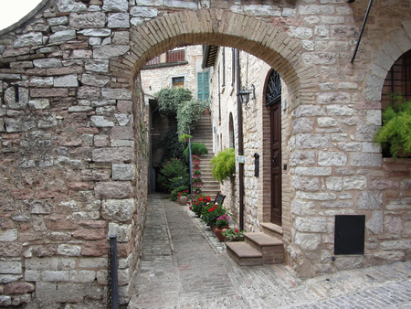 spello: Picturesque old village with flowers . Spello, Italy