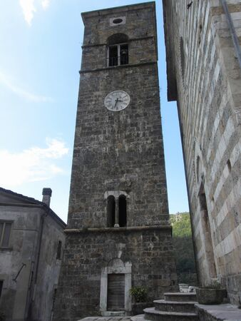 The church dedicated to Saint Regolo in the center of the town of Vagli Sotto , Tuscany , Italy Standard-Bild - 135273377