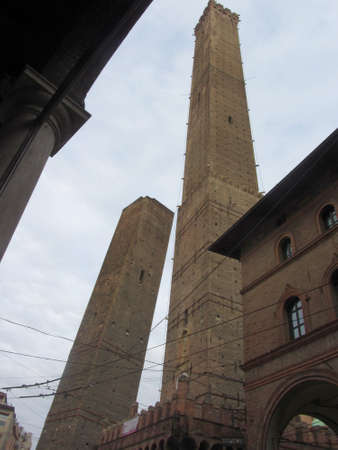 The two towers of Bologna. The Asinelli tower and the Garisenda tower. Emilia Romagna, Italy Standard-Bild - 163916023