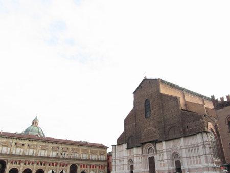 The Basilica of San Petronio and Palazzo dei Banchi in Piazza Maggiore. Bologna, Emilia Romagna Italy Standard-Bild - 164519378